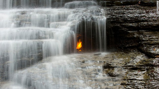 آبشار شعله ای ، اورچارد پارک ، نیویورک از جاهای عجیب جهان