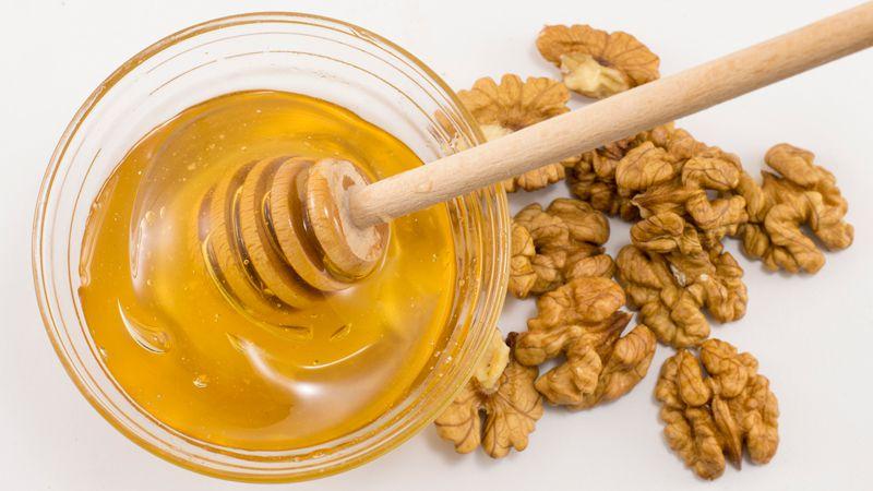 گردو و عسل دماوند از محبوب ترین سوغاتی های تهران