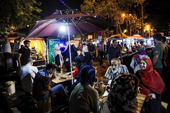 خیابان سی تیر؛ از مراکز تفریحی تهران برای جوانان
