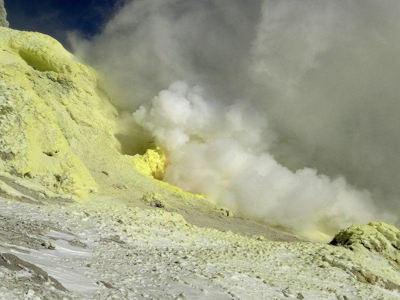 گازهای گوگرد (عکس از کوه دماوند)