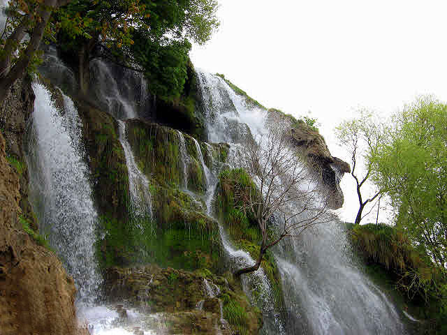 سه آبشار فوقالعاده دیدنی در بافت کرمان + تصاویر