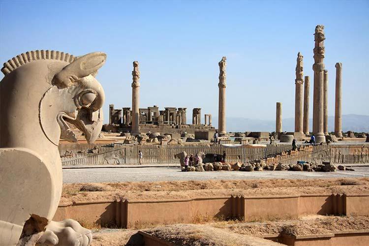 تخت جمشید از معروف ترین بناهای تاریخی زیبای جهان و ایران