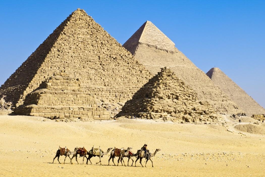 اهرام مصر همیشه در فهرست ده بنای زیبای جهان قرار دارند.