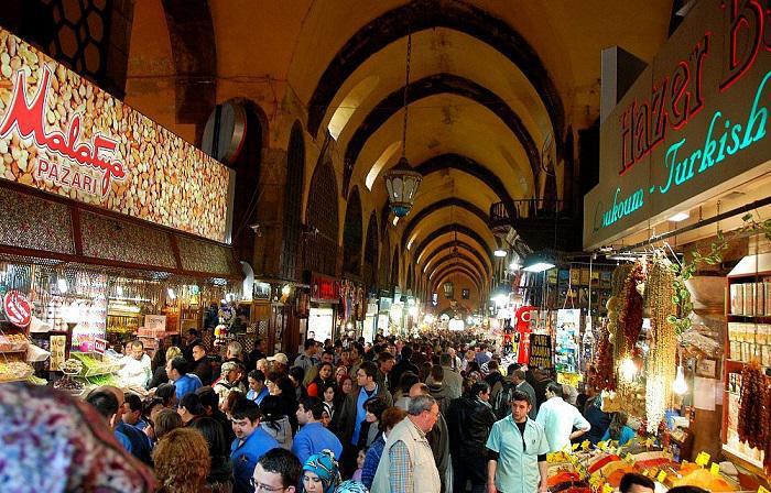 بازار بزرگ استانبول یکی از نقاط دیدنی استانبول ترکیه