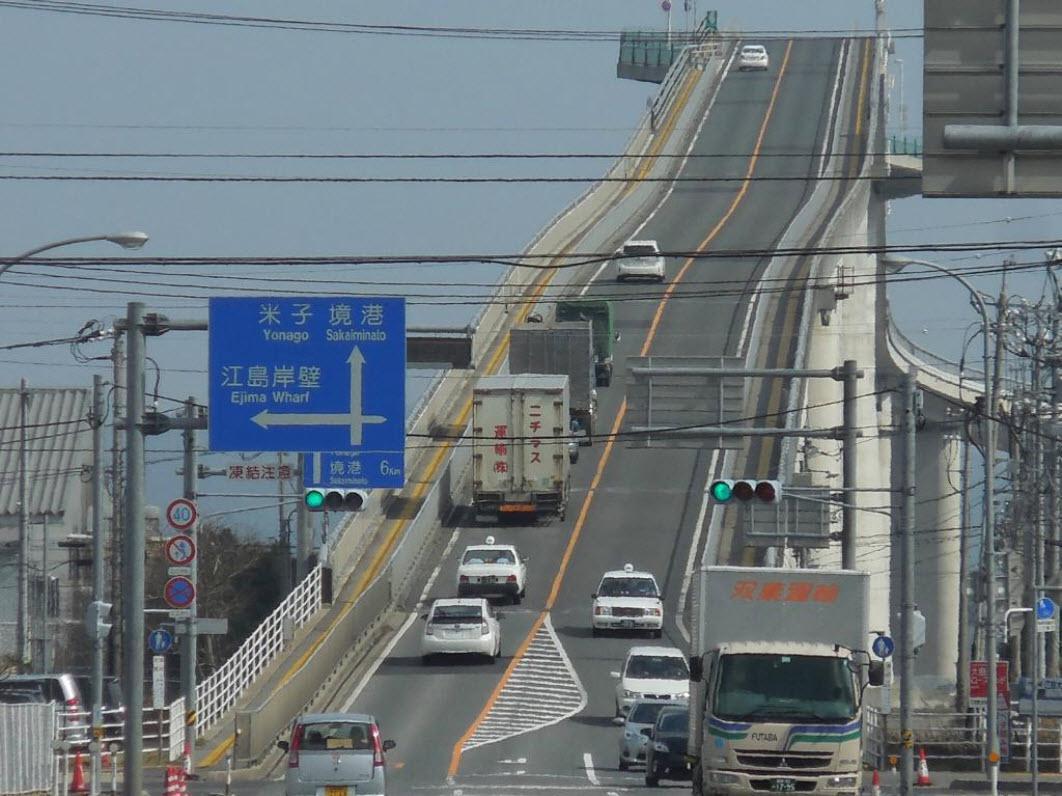 پلی عجیب و ترسناک در ژاپن + عکس