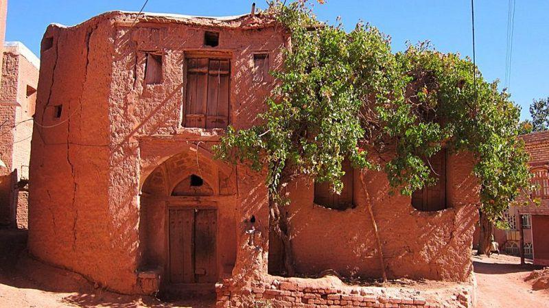 روستای سرخ بهترین مکان برای سفر در آذر ماه در ایران