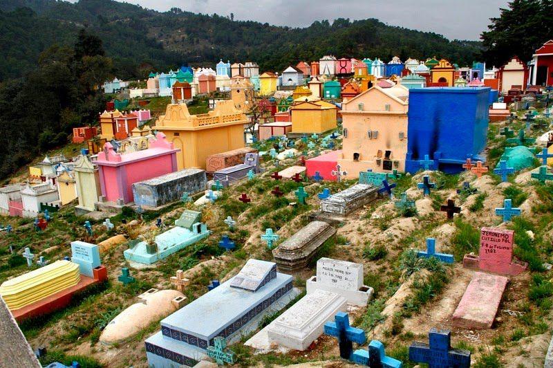 گواتمالا و قبرستانهای هزاررنگ آن + عکس