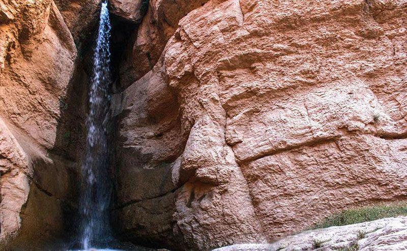 آبشار حمید در نزدیکی روستای حمید قرار واقع شده است.