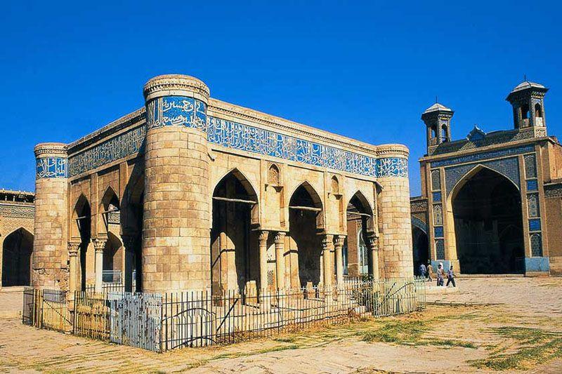 مسجد جامع عتیق یکی از مکانهای مذهبی شیراز