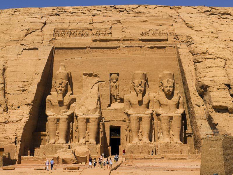 معبد ابوسمبل مصر یکی از معروف ترین اماکن مقدس دنیا و زیباترین معابد جهان