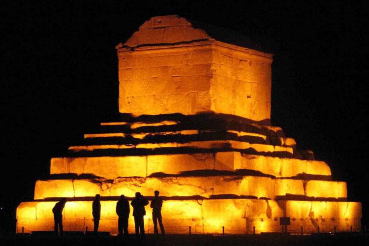 آرامگاه کوروش کبیر استان فارس