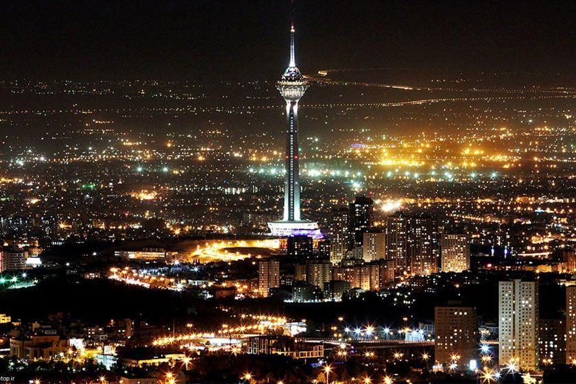 برج میلاد یکی از جاهای دیدنی تهران در شب است.