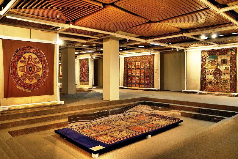 موزه فرش ایران؛ از جمله اماکن دیدنی تهران که باید حتما ببینید.