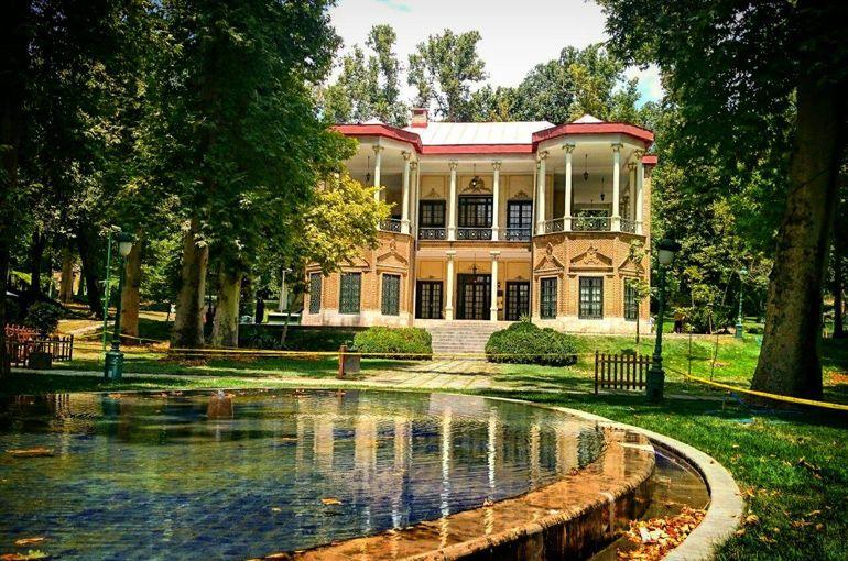 کاخ نیاوران؛ از زیباترین دیدنی های تهران