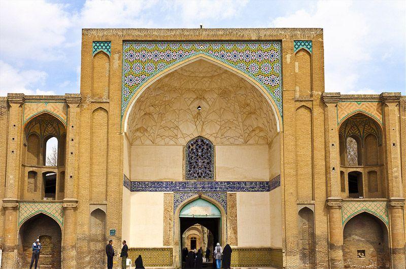 سردر عالی قاپو و خیابان سپه از جاهای دیدنی قزوین با ادرس