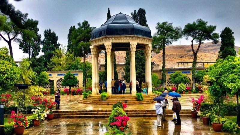 حافظیه از دیدنی های شیراز در شب