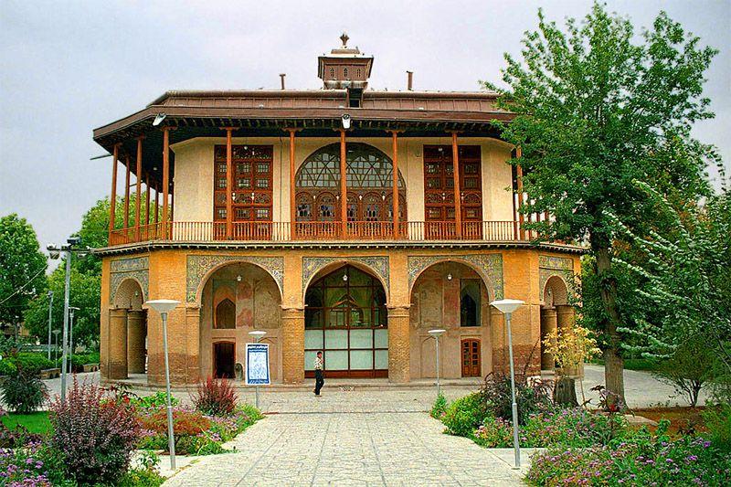 کاخ چهلستون یا کلاه فرنگی از دیدنی های قزوین عکس