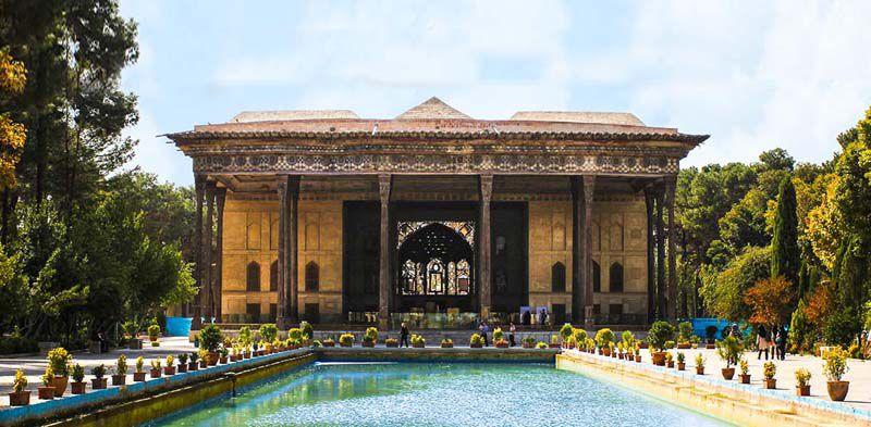 قیمت بلیط کاخ چهلستون برای اتباع ایرانی تنها 3000 تومان است.