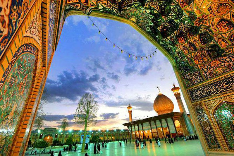 شاهچراغ از جاهای دیدنی شیراز و اطراف آن