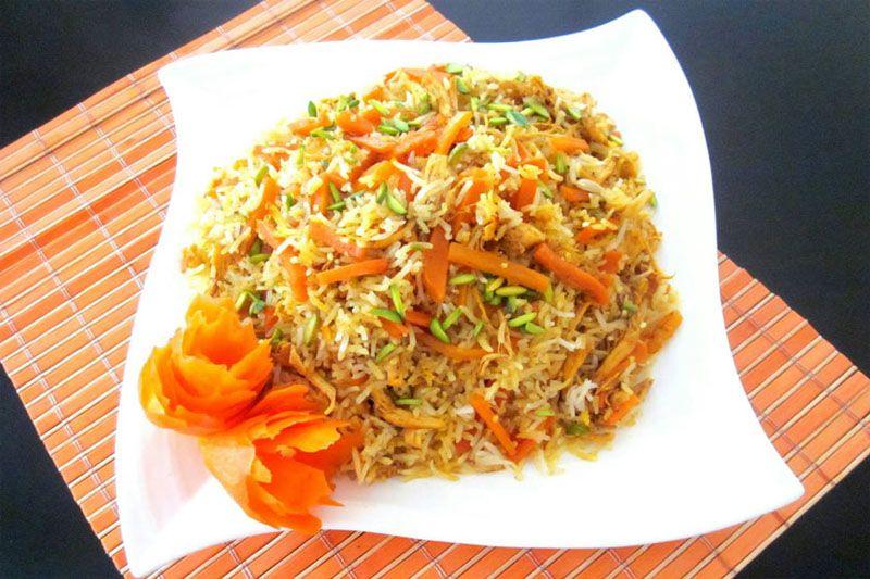 شکرپلو از غذاهایی که در مسافرت به شیراز در تابستان باید چشید.