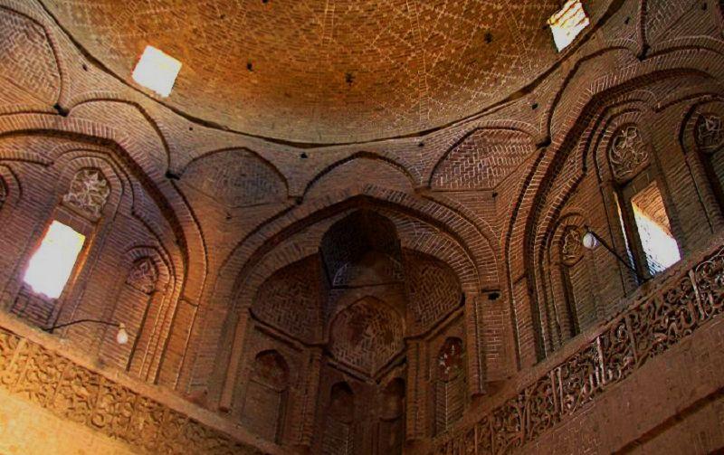 مسجد جامع اردستان معماری فوق العاده زیبایی دارد.
