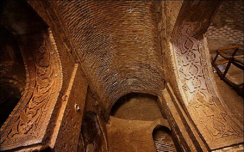معماری مسجد جامع اردستان در اصفهان بسیار زیبا است.